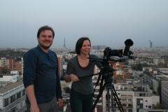 Režisierius-Linas-Mikuta-ir-operatorė-Kristina-Sereikaitė-filmuoja-Paryžiuje